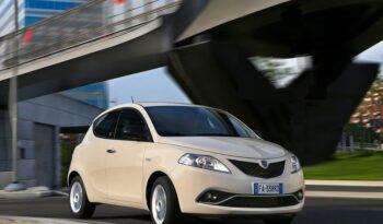 Lancia Ypsilon 1.0 Gold Hybrid pieno